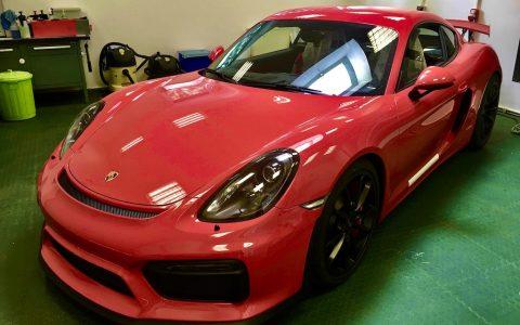 Porsche Cayman GT4 pink